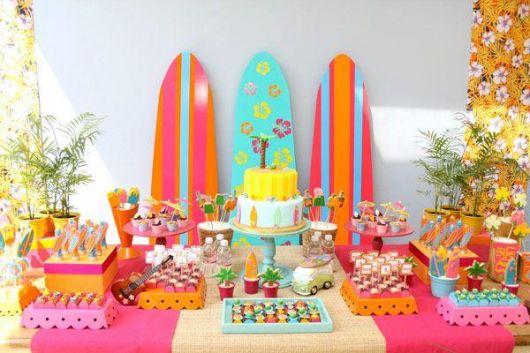 decoração colorida festa havaiana