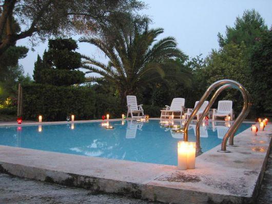 festa na piscina a noite