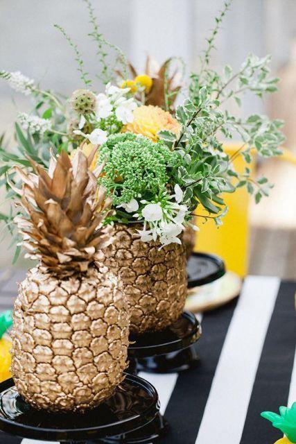mesa com abacaxi