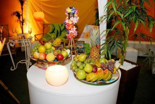 mesa de festa havaiana
