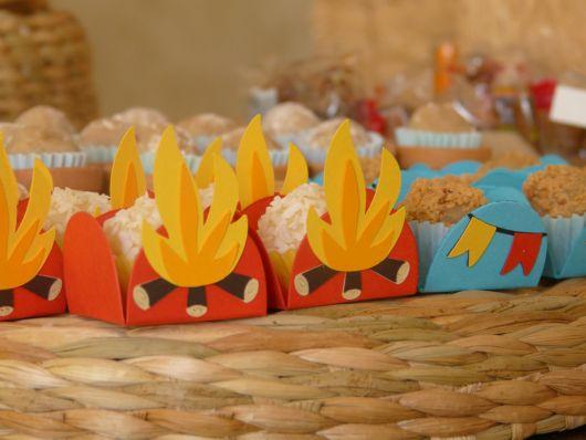 lembrancinhas de festa junina em eva fogueira