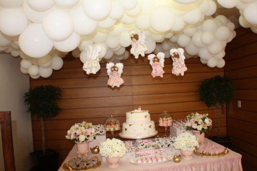 mesa de batismo com anjos para meninas