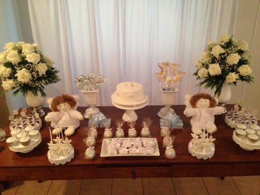 mesa de batismo com anjos