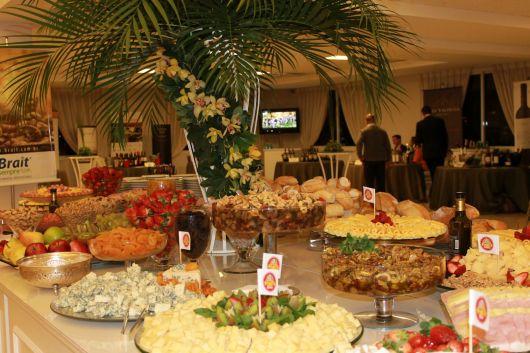 mesa decorada e sofisticada