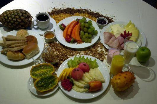 mesa de frutas cafe da manha ideias