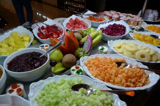 mesa de frutas cafe da manha