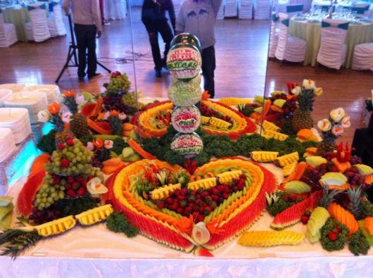 mesa de frutas casamento simples