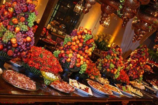 mesa de frutas decorada natal