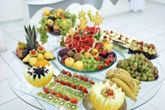 mesa de frutas festa e churrasco