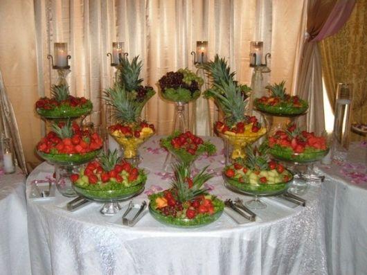 mesa de frutas para casamento