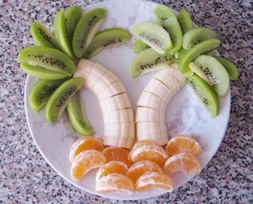 mesa de frutas para festa havaiana