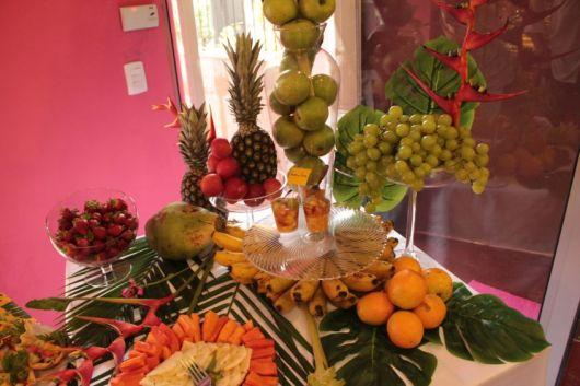 mesa de frutas tropical