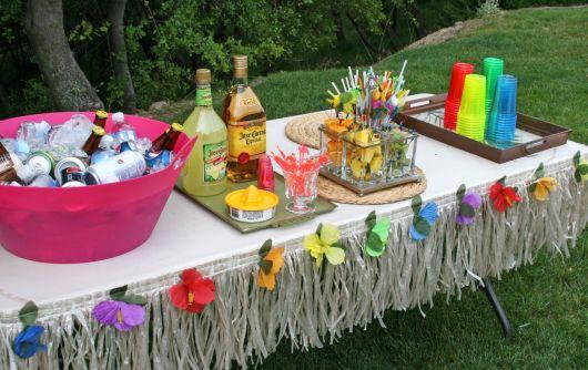 mesa-de-uma-festa-luau