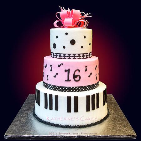 bolo-com-notas-musicais-color