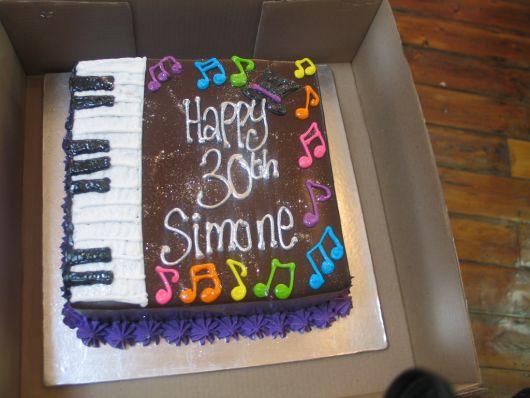 bolo-com-notas-musicais-colorido-ideias