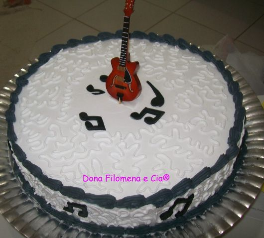 bolo-com-notas-musicais-como-fazer-chantilly