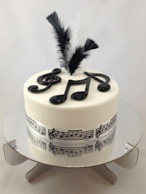 bolo-com-notas-musicais-pasta-americana