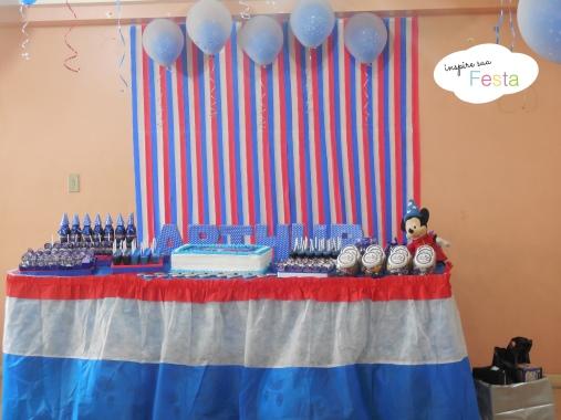 Decoraç u00e3o com TNT para Festas Dicas e + de 70 ideias! -> Decoração De Aniversario Infantil Com Tnt