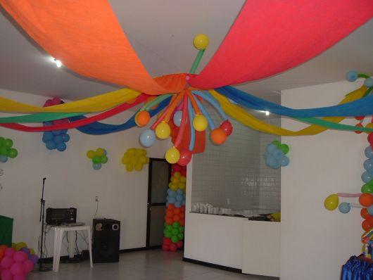 Decoraç u00e3o com TNT para Festas Dicas e + de 70 ideias! -> Decorar Teto Com Tnt