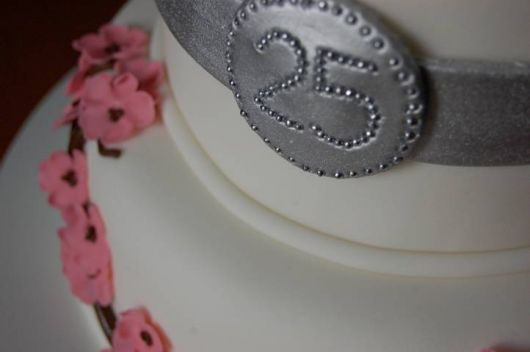 Presente para Bodas de Prata bolo