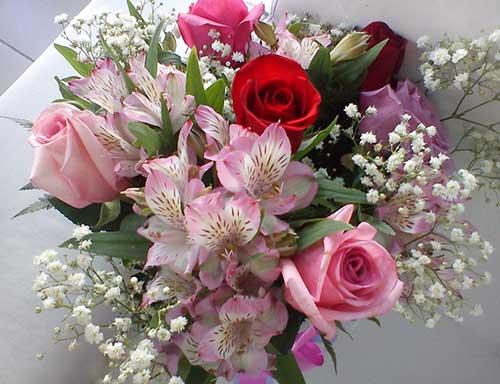 buquê de astromélia com rosas