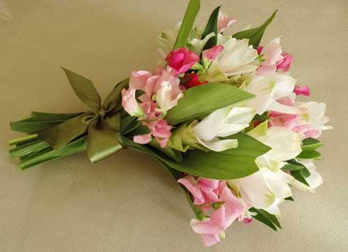 Buquê de astromélias flores rosa e branca