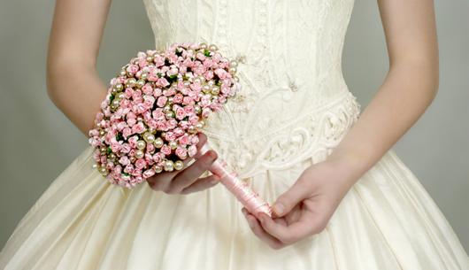 buquê de cetim em casamento