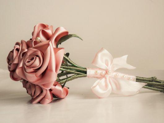 buquê de cetim de rosas