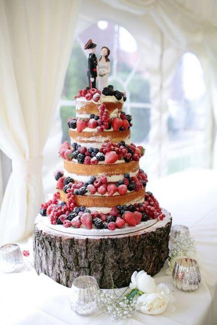 Bolo Decorado com Frutas açúcar e frutas vermelhas