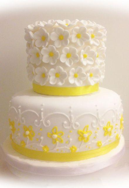 bolo com flores amarelas 1