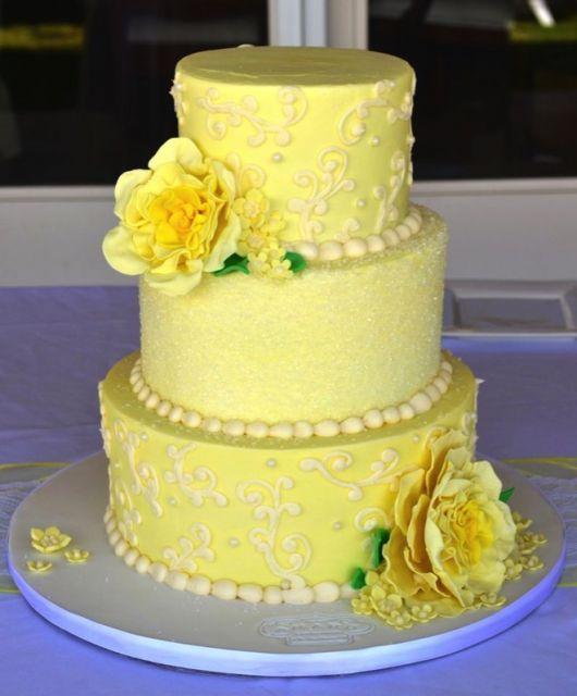 bolo com flores amarelas 2
