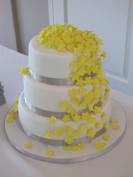 bolo com flores amarelas 3