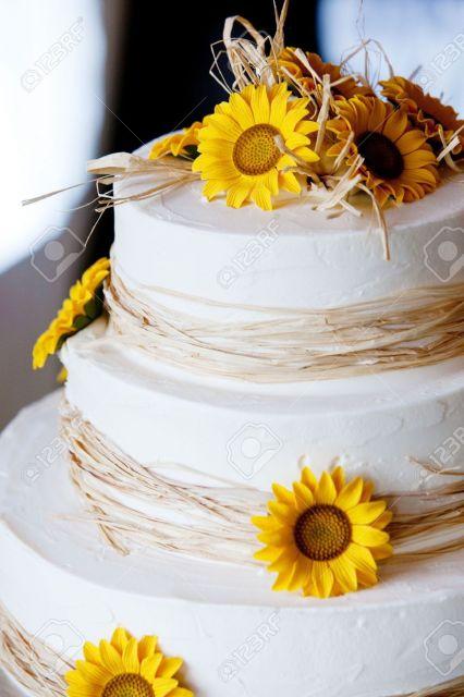 bolo com flores amarelas 4