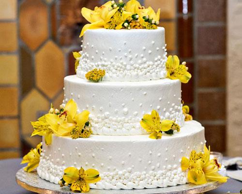 bolo com flores amarelas 5