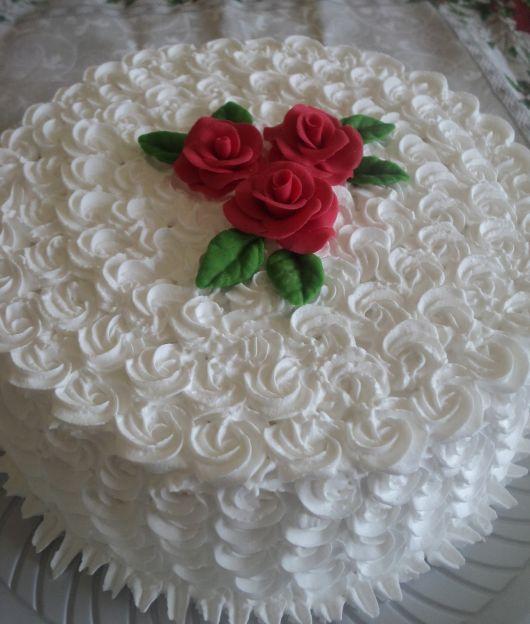 bolo com flores chantilly 2
