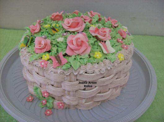 bolo com flores chantilly 5