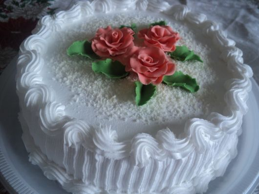 bolo com flores chantilly 7