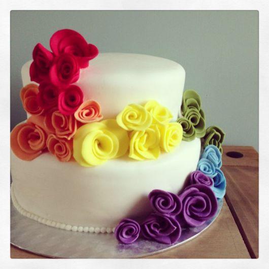 bolo com flores coloridas 7