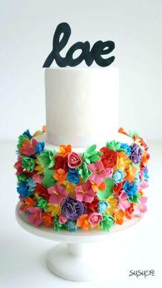 bolo com flores coloridas