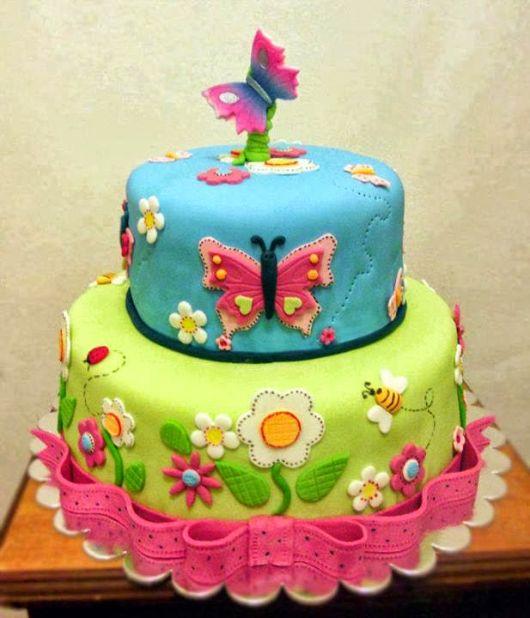 bolo com flores e borboletas 1