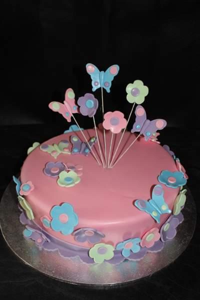 bolo com flores e borboletas 2