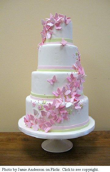 bolo com flores e borboletas
