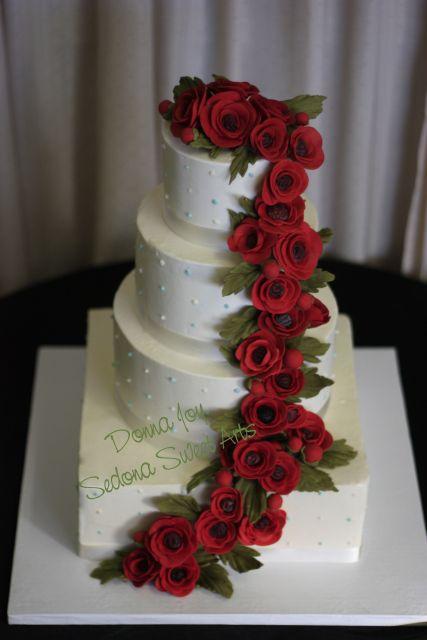 bolo com flores vermelhas 2