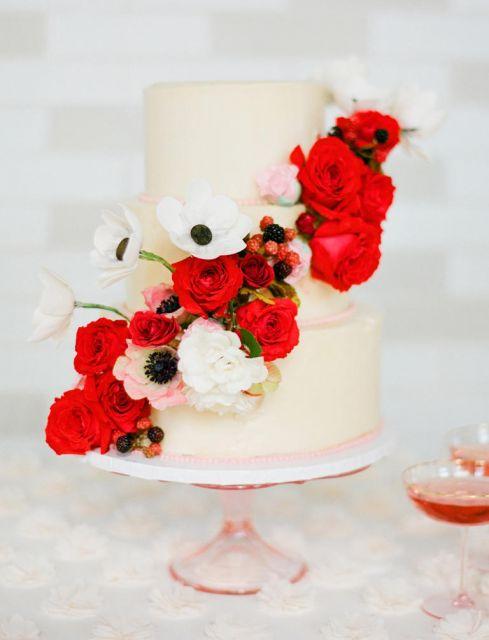 bolo com flores vermelhas 4