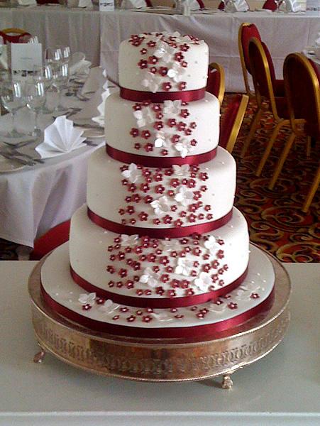 bolo com flores vermelhas 6