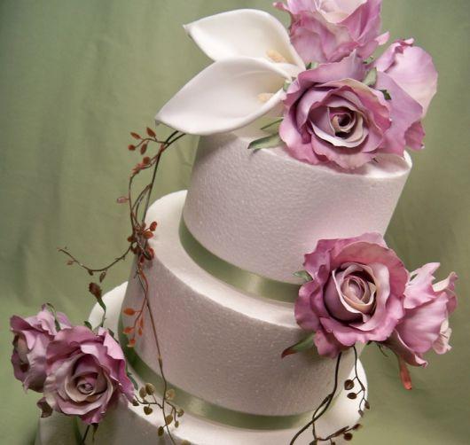 bolo fake com flores