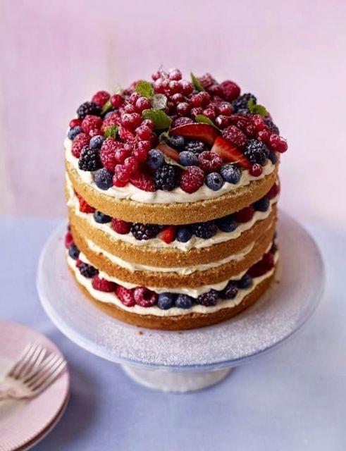 bolo de frutas vermelhas