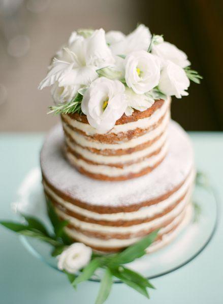 decorado com flores brancas