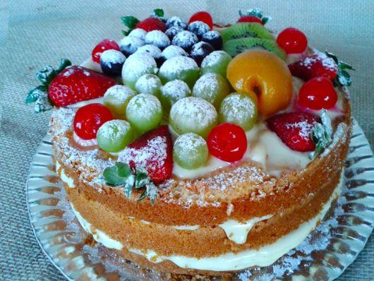 bolo de frutas simples