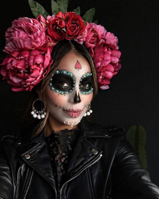O povo mexicano acredita que os falecidos retornam ao mundo dos vivos para  visitar os seus entes queridos no Dis dos Mortos. 07a0efd0b04